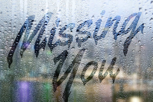 text on a Foggy Rainy Window in Photoshop Tutorial